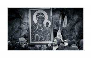Każdy ma marzenia, najczęściej raczej przyziemne. Matka Boska Częstochowską, Czarna Madonna, wraz z Matką Boską z Lourdes. Raptem wszystkie marzenia stają się mało istotne i nie użyteczne. ©Trojanowski Jakub - 2012